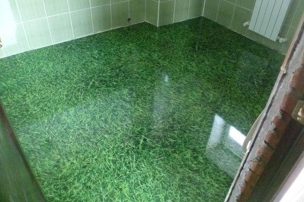 Наливной пол с фотосюжетом с зеленой травкой