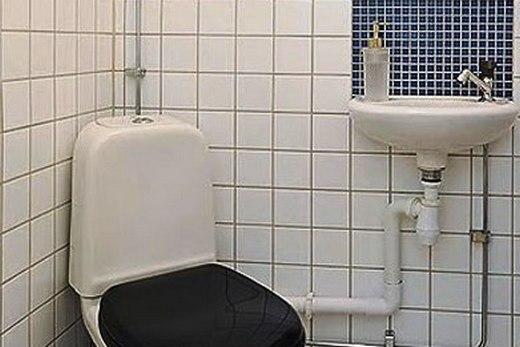 Отделка стен в туалете кафелем
