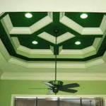 Объёмный геометрический орнамент также способен визуально «поднять» потолок
