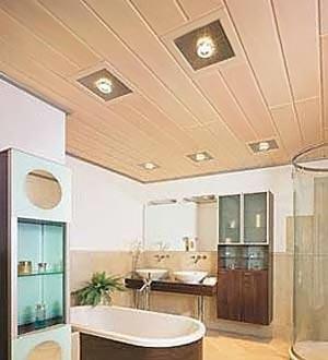 Потолок из вагонки в ванной комнате