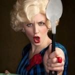 Дама на кухне