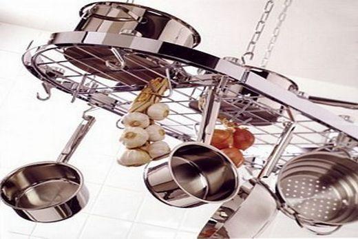 Подвесные рейлинги матового типа на кухне