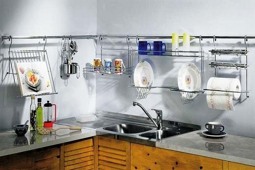 С рейлингами на кухне удобно и практично!
