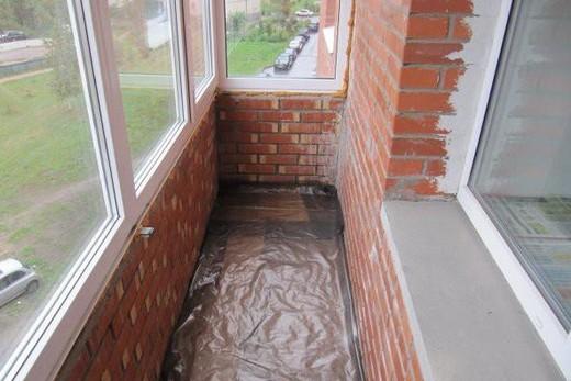 Пол на балконе защищен от влаги