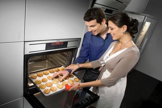 Отличное сочетание двух приборов - встраиваемая электрическая духовка и микроволновая печь