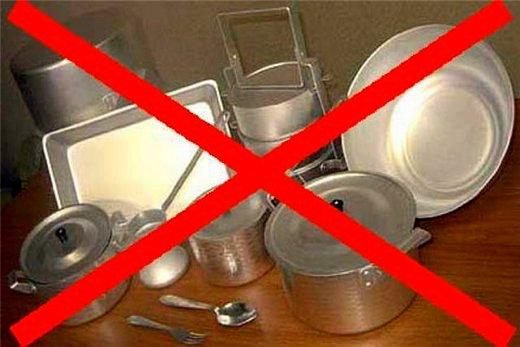 Категорически запрещается использовать металлическую посуду в микроволновке!