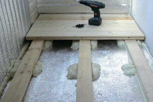 На балконе делаем гидроизоляцию деревянного пола
