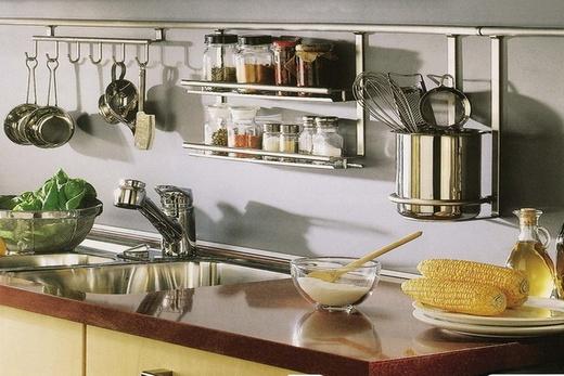 На кухне рейлинги lemax