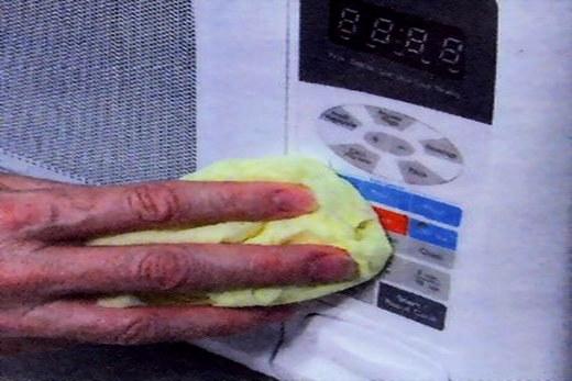 Чистим снаружи микроволновую печь