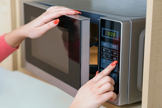 Картонная посуда обычно применяется для разогрева фаст-фуда