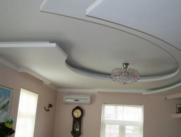 Потолок из гипсокартона с округлыми поверхностями