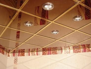 Кассетный потолок в прихожей