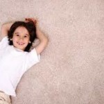 Ребенок на ковролине