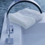 Кран для раковины в ванной комнате