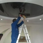 Так моют натяжные потолки
