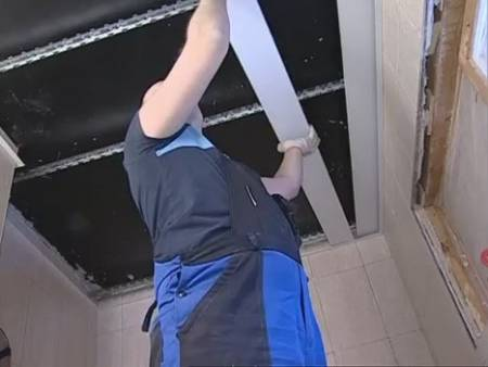 Монтаж потолка в ванной своими руками