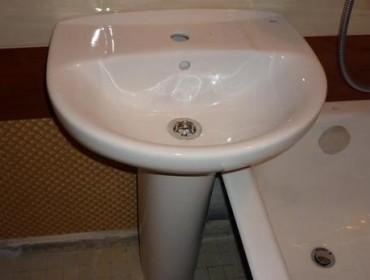 Раковина-тюльпан в ванной комнате