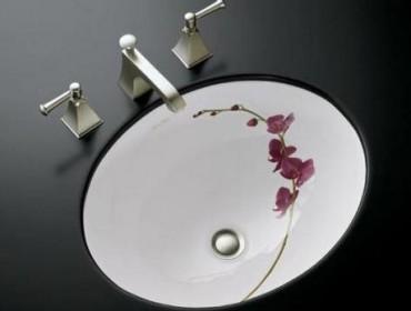 Встроенная раковина в ванной комнате