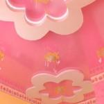 Розовый потолок для женской гостиной