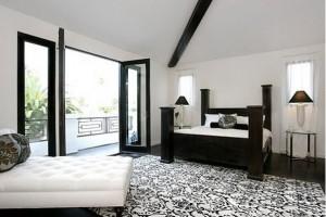 Пол для светлой комнаты с большими окнами