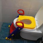 Интерьер комнаты с детским унитазом