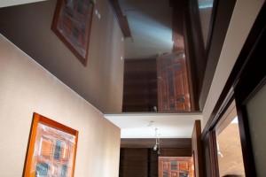 Зеркальный потолок в маленькой прихожей