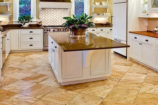 На кухне керамогранитное покрытие