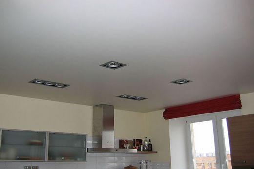 Descor монохромный белый потолок