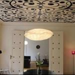Натяжной потолок с арабесками