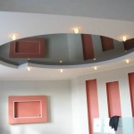 Вариант натяжного потолка в гостиной