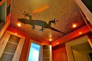 Ящерка в потолочной живописи