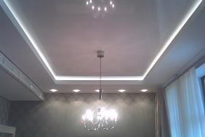 Фото классического двухуровневого натяжного потолка с подсветкой