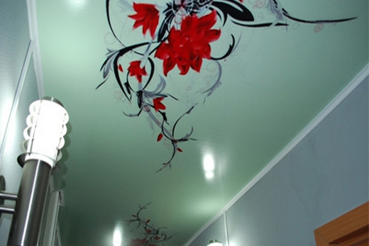 Аленький цветочек на натяжном потолке
