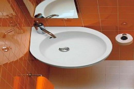 Раковина углового типа в туалете