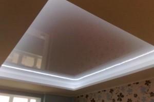 Классика стиля: подсветка зеркальной части потолка