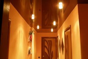 Древнеегипетский стиль зеркального потолка и орнамента на стене