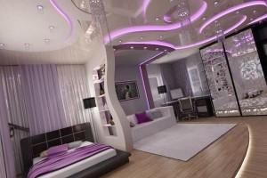 Розовые тона спальни создаются подсветкой потолка