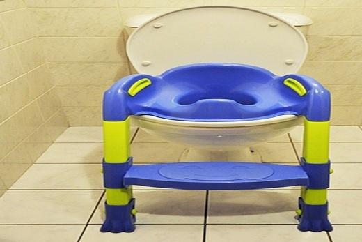 Детское сиденье для унитаза со ступенькой бренда Thermobaby