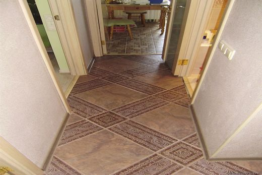 Керамической плиткой по диагонали оформление коридора