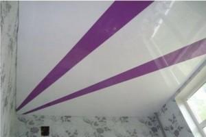 """""""Полосатый"""" двухцветный комбинированный потолок"""