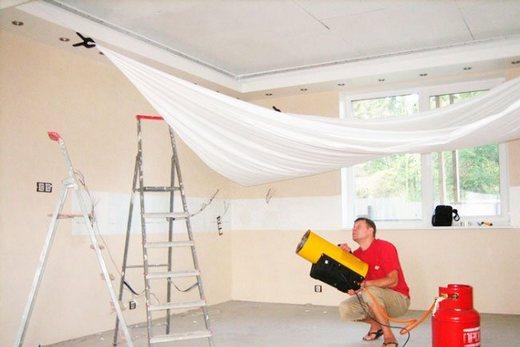 Использование тепловой пушки для прогрева полотнища натяжного потолка