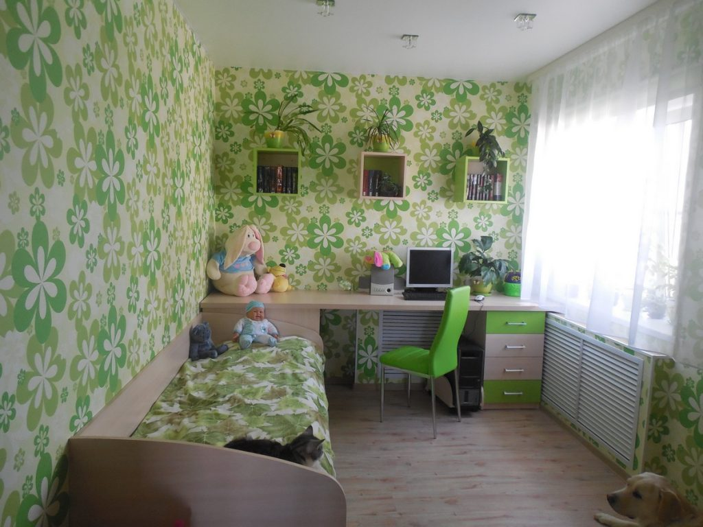 Идеи дизайна детской комнаты для девочки со светлым потолком