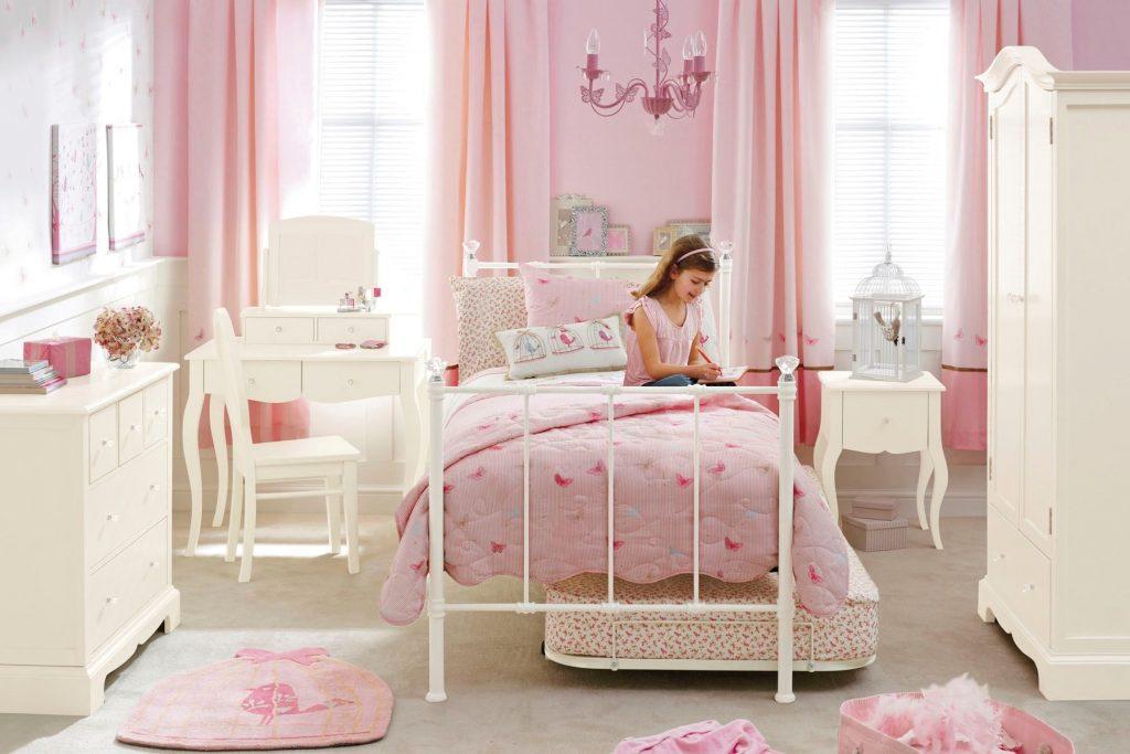Идеи дизайна детской комнаты для девочки с шкафами и полками