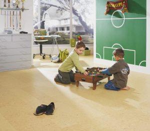 В детской комнате пол из пробкового покрытия